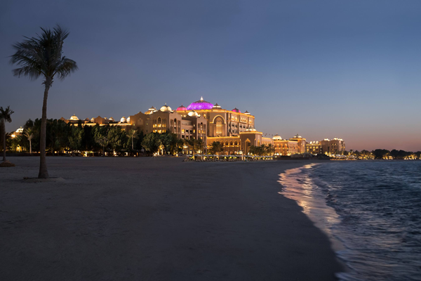 Beach at dusk at Emirates Palace - ©Mandarin Oriental