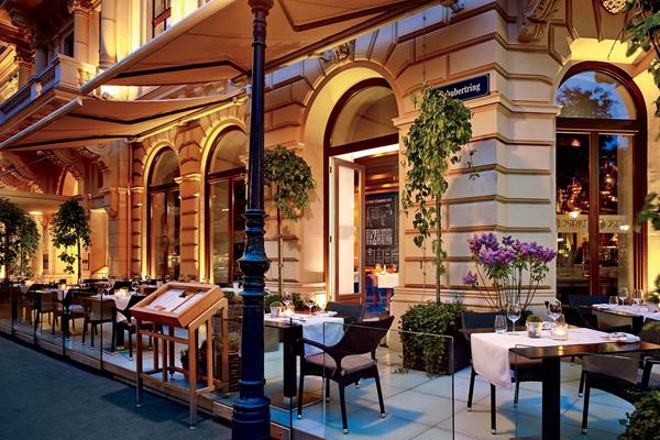 Dstrikt Steakhouse Terrace - ©The Ritz-Carlton, Vienna