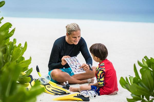 Learn with a Marine Biologist - ©Anantara Kihavah Maldives Villas
