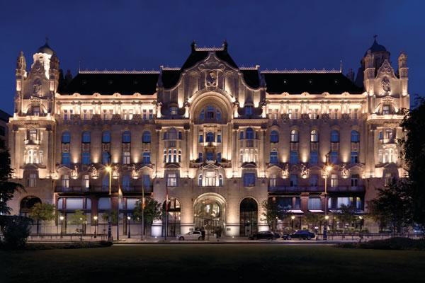 Façade at Night - ©Paul Thuysbaert - Four Seasons Hotel Gresham Palace Budapest