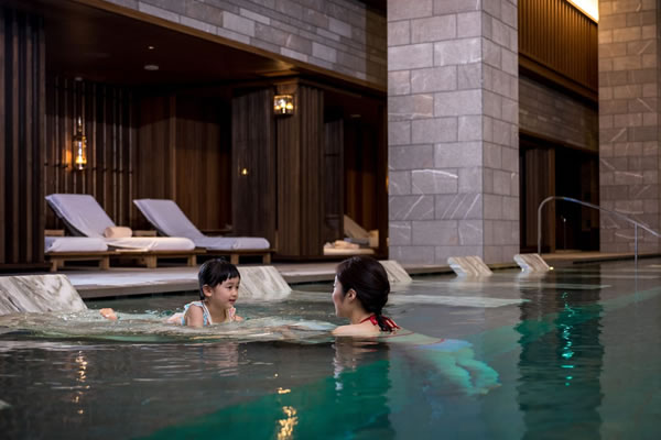Fun in the Pool - ©Four Seasons Hotel Kyoto