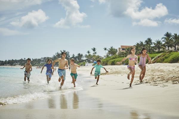 Kids on the Beach - ©Christian Horan - Four Seasons Resort The Ocean Club, Bahamas