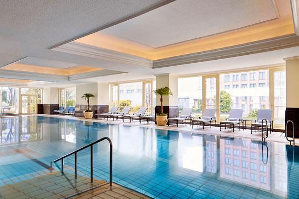 Indoor Swimming Pool - ©The Ritz-Carlton, Osaka