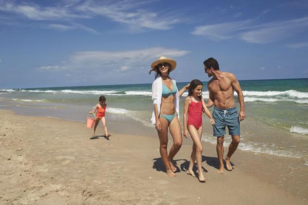 Family Beach Walk -©Eau Palm Beach Resort & Spa