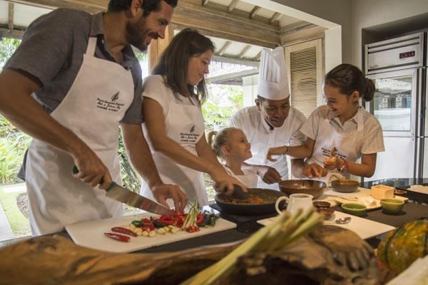 Family Cooking Class - ©Pete Seaward / Four Seasons Resort Bali at Jimbaran Bay
