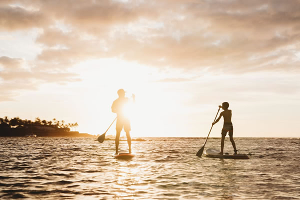 Paddleboard -©Mauna Lani, Auberge Resorts Collection