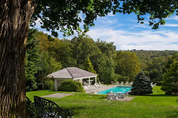 Outdoor Pool - ©Mayflower Inn & Spa - Auberge Resorts Collection
