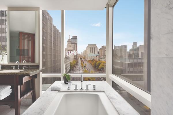 Premier King Room View - ©Shangri-La Hotel Toronto