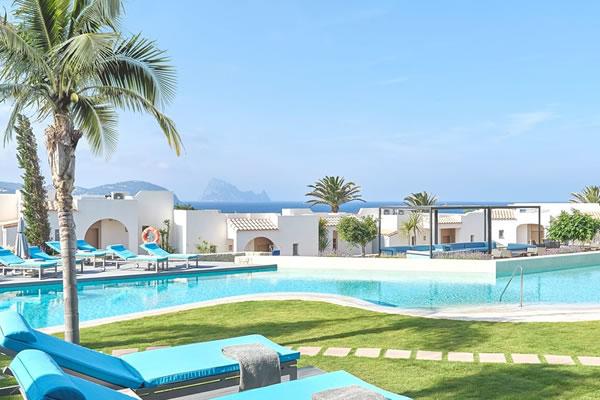 Laguna Suites & Laguna Pool -©7Pines Kempinski Ibiza