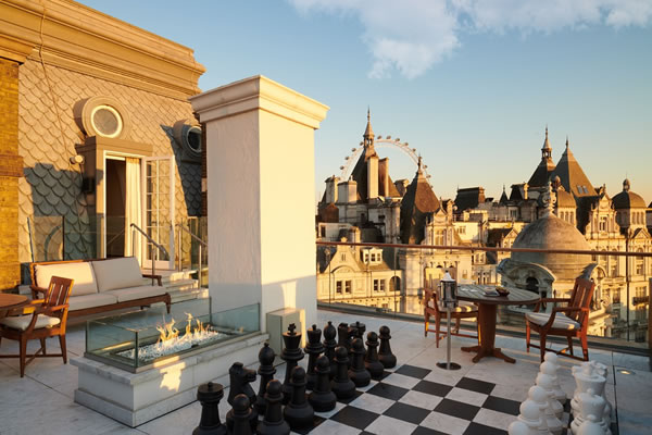 Whitehall Penthouse with terrace and giant chessboard - ©Corinthia London
