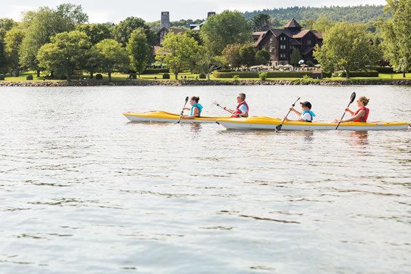 Kayak with Family - ©Fairmont Le Château Montebello