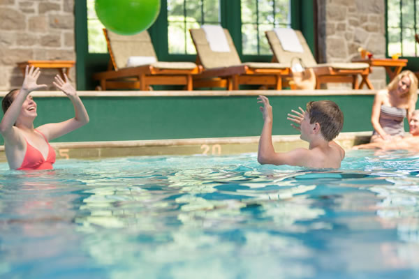 Splash Time at the Indoor Pool - ©Fairmont Le Château Montebello