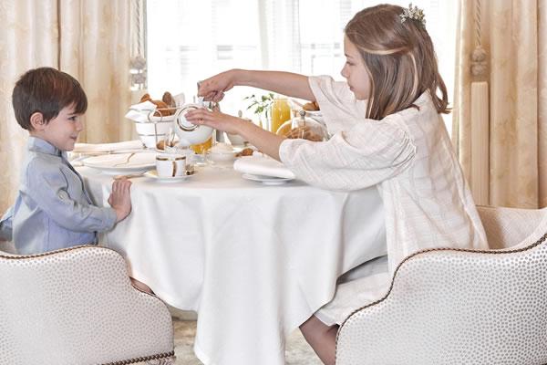 Family Afternoon Tea - ©Four Seasons Hotel George V, Paris