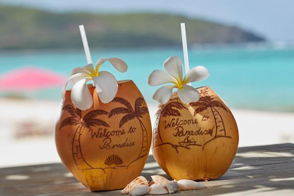 Drinks at Shell Beach -©Mandarin Oriental, Canouan