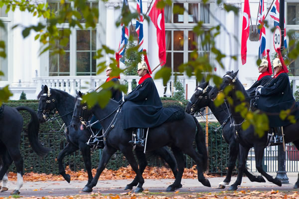 The Royal Horse Guards trotting by the hotel -©Mandarin Oriental Hyde Park, London