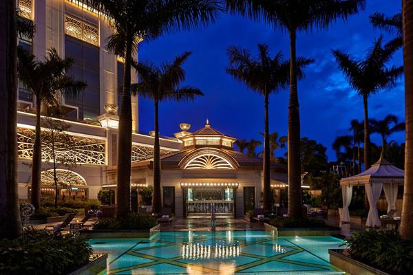 The Pool Bar - ©The Ritz-Carlton, Macau