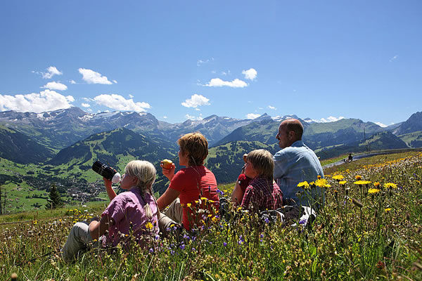 Family Hike -©Gstaad Palace