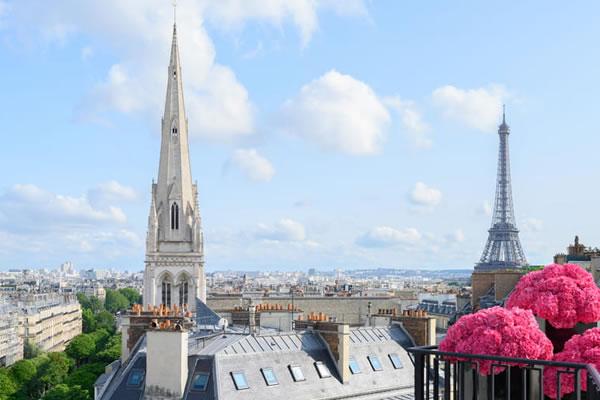 Eiffel Tower Views - ©Four Seasons Hotel George V, Paris