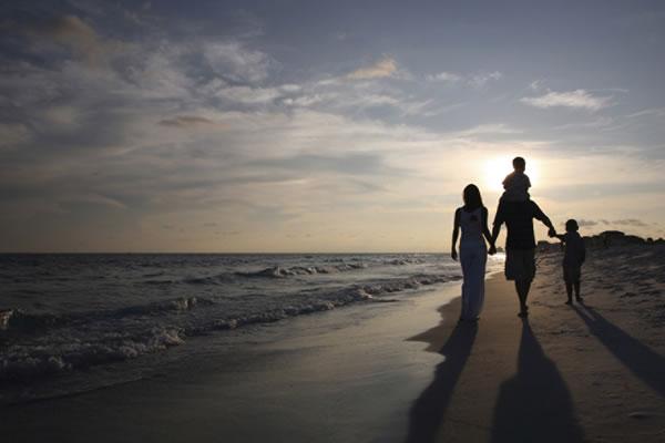 Family Beach Walk - ©Four Seasons Resort Lanai
