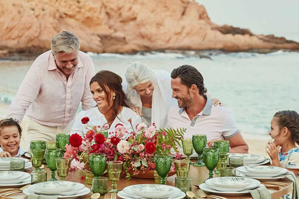 Family Dinner on the Beach ©Montage Los Cabos