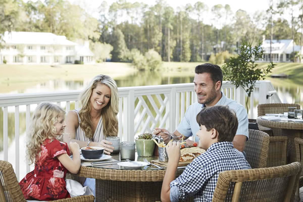 Family Dinner ©Montage Palmetto Bluff