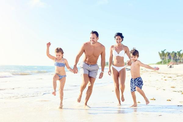 Family on the Beach -©Rosewood Mayakoba