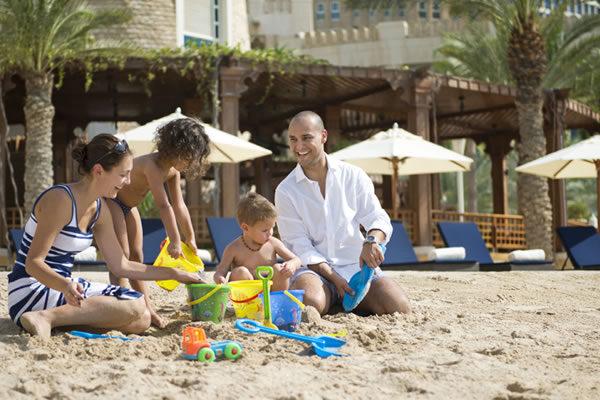 Family Building Sand Castles ©Four Seasons Hotel Doha