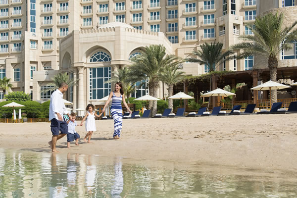 Family Walk on the Beach ©Four Seasons Hotel Doha