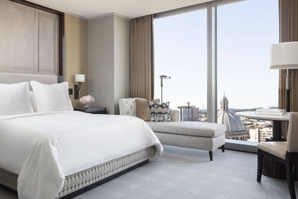 Deluxe Room with a View ©Four Seasons Hotel One Dalton Street, Boston