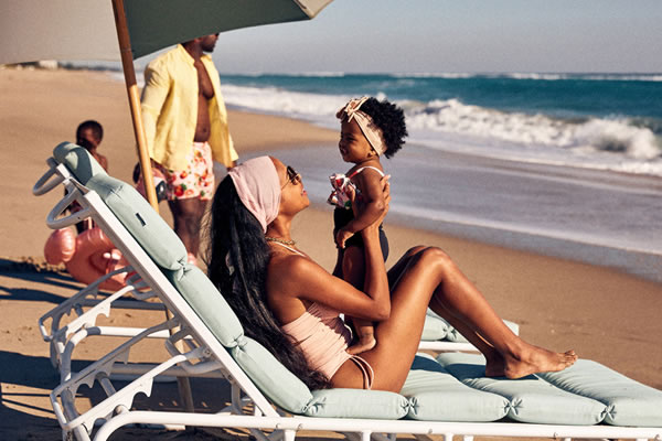 Family Time on the Beach ©Four Seasons Resort Palm Beach