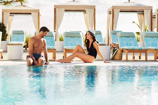 Relaxing Poolside ©Four Seasons Resort Palm Beach