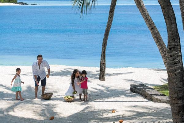 Family Game on the Beach ©Shangri-La's Le Touessrok Resort and Spa Mauritius