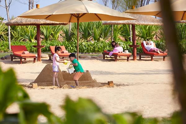 Building Sandcastles ©Shangri-La's Sanya Resort and Spa Hainan