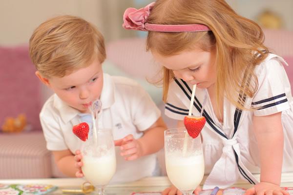 Kids drinking Milkshakes ©The Ritz London