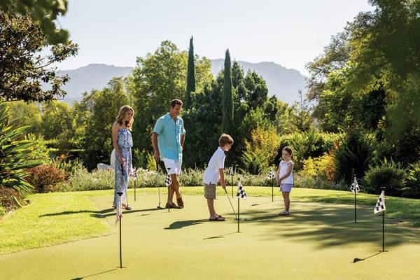 Family Playing Golf ©Four Seasons Hotel Westlake Village