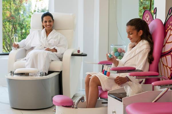 Kids Manicure in a Butterfly Chair ©Four Seasons Hotel Westlake Village