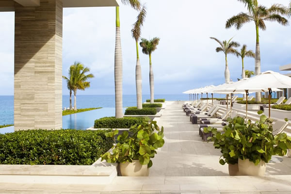 Sunset Pool ©Four Seasons Resort and Residences Anguilla
