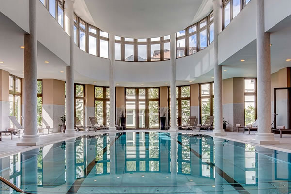 Swimming Laps in the Indoor Pool ©Grand Hotel des Bains Kempinski St. Moritz
