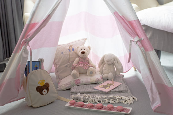 The pink Langham in-room tent ©The Langham New York, Fifth Avenue