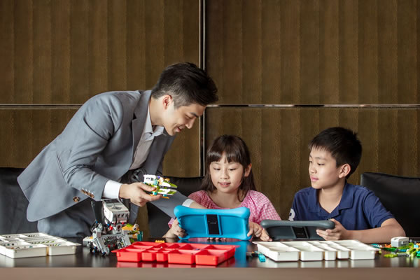 Your Kids Learn to Become Little Engineers, Pilots, Chefs & Vets at Ritz-Carlton Hotel Hong Kong