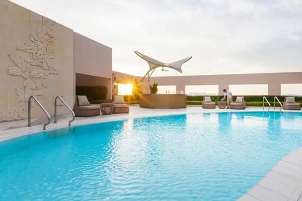20th Floor Rooftop Pool ©Four Seasons Hotel Singapore