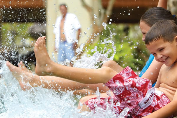 Splashing time in the Pool ©Four Seasons Hotel Singapore