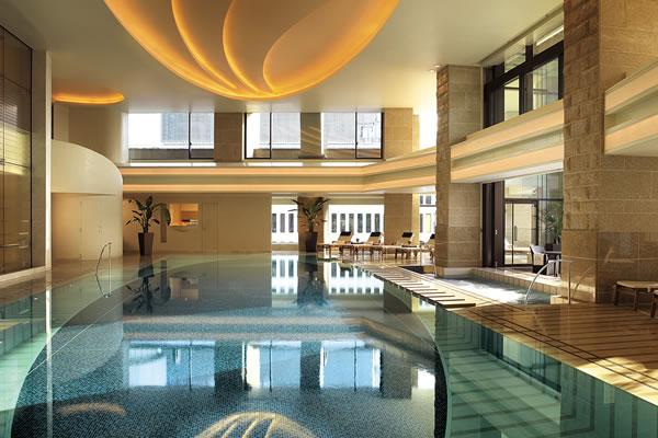 Indoor Swimming Pool ©The Peninsula Tokyo