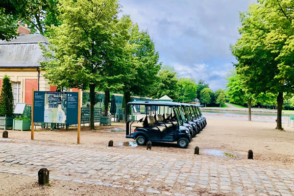Electric Vehicle Circuit at Grand Canal in the Park of Versailles ©Ilonka Molijn