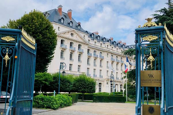 Gates at Waldorf Astoria Trianon Palace Versailles ©Ilonka Molijn