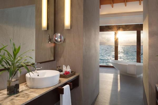 Bathroom in Over Water Pool Suite ©Anantara Dhigu Maldives