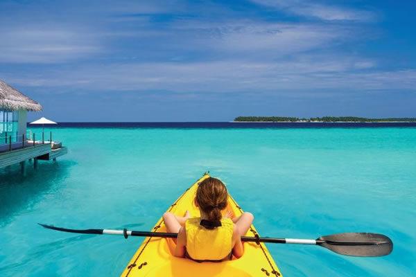 Kid in Kayak ©Baglioni Resort Maldives