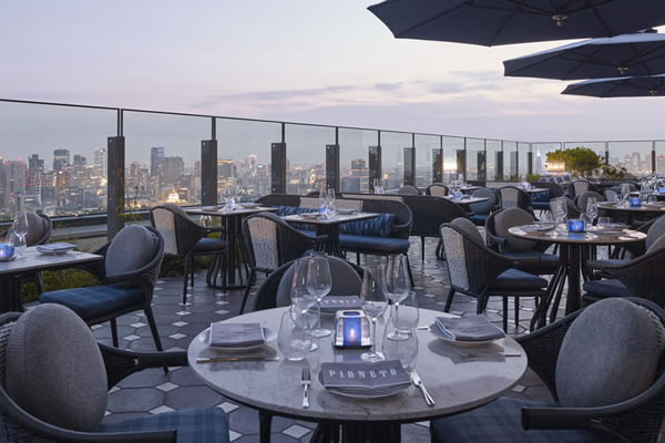Outdoor Terrace ©Four Seasons Hotel Tokyo at Otemachi