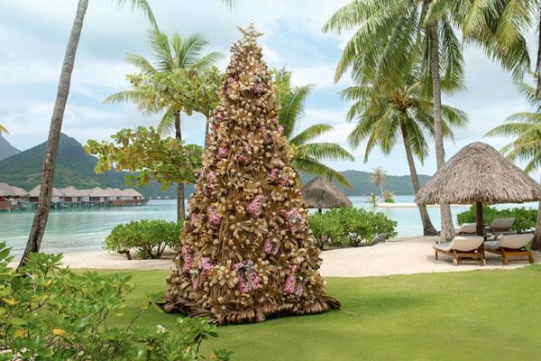 Christmas Tree ©Four Seasons Resort Bora Bora