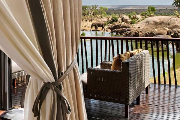 Horizon Room Waterhole View ©Four Seasons Safari Lodge Serengeti
